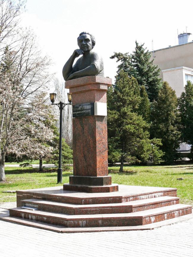 Памятник Е.А. Лебедеву