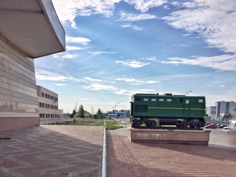 Памятник в честь открытия железнодорожного сообщения