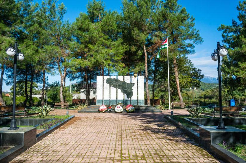 Памятник в с. Лдзаа