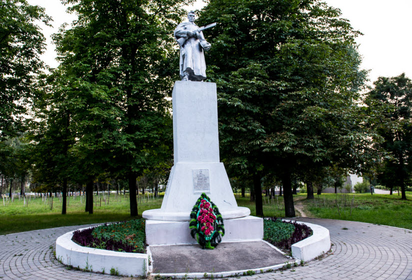 Памятник воинам 1-го белорусского фронта