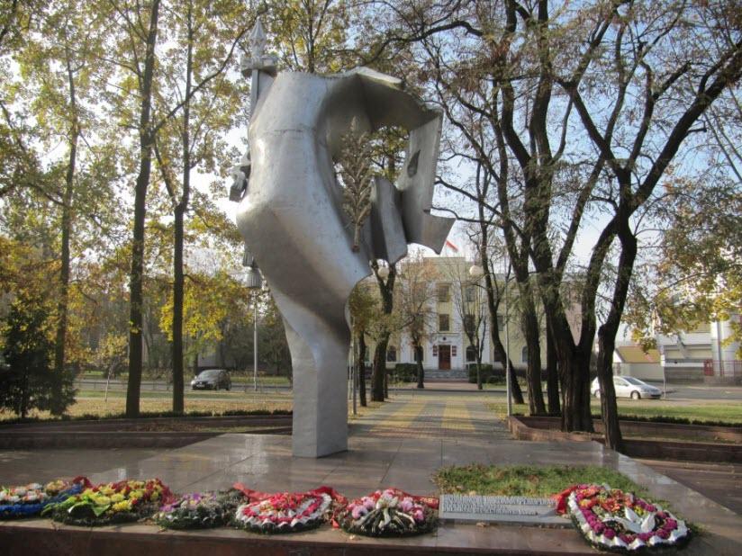 Сквер Иконникова