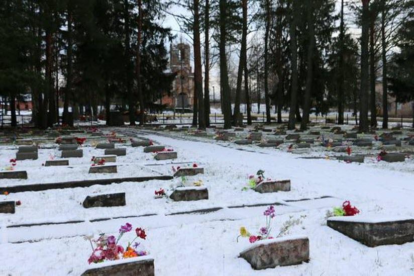 Воинское захоронение и памятник ладожанам, погибшим в годы войны