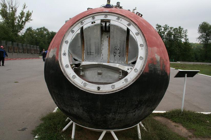 Капсула на месте приземления Юрия Гагарина
