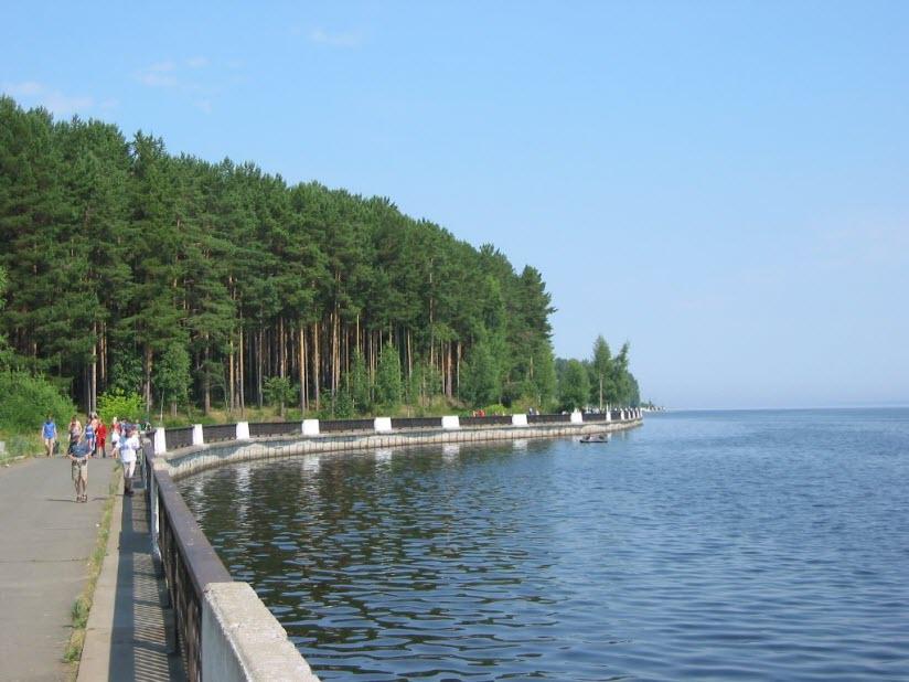 Набережная реки Кама