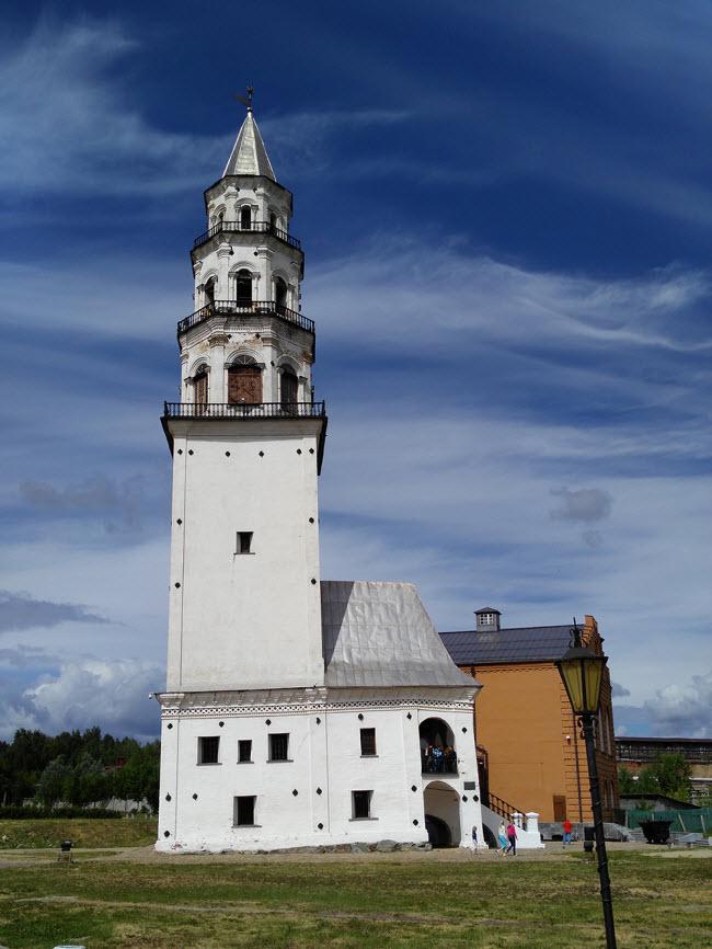 Наклонная башня Демидовых