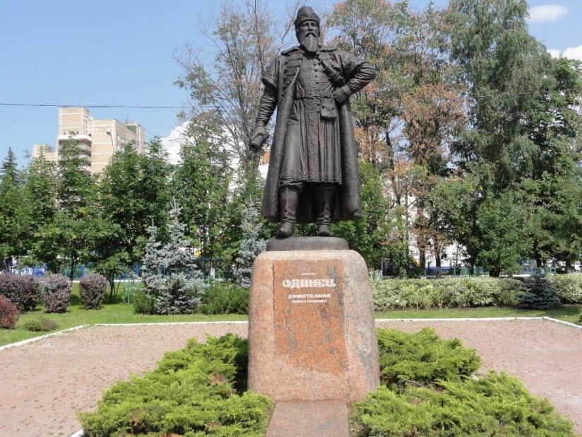 Памятник боярину Одинцу