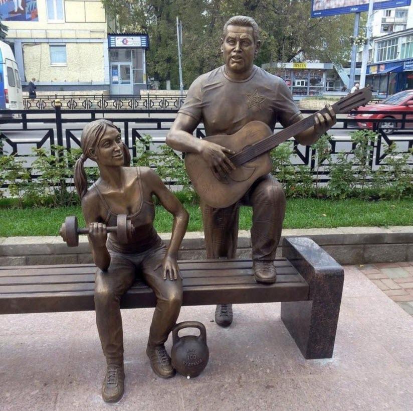 Памятник Любэ