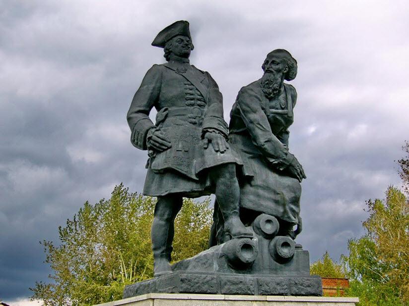 Памятник Петру I и Никите Демидову