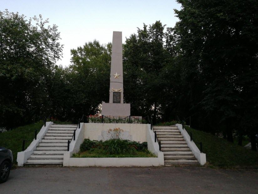 Братская могила партизан