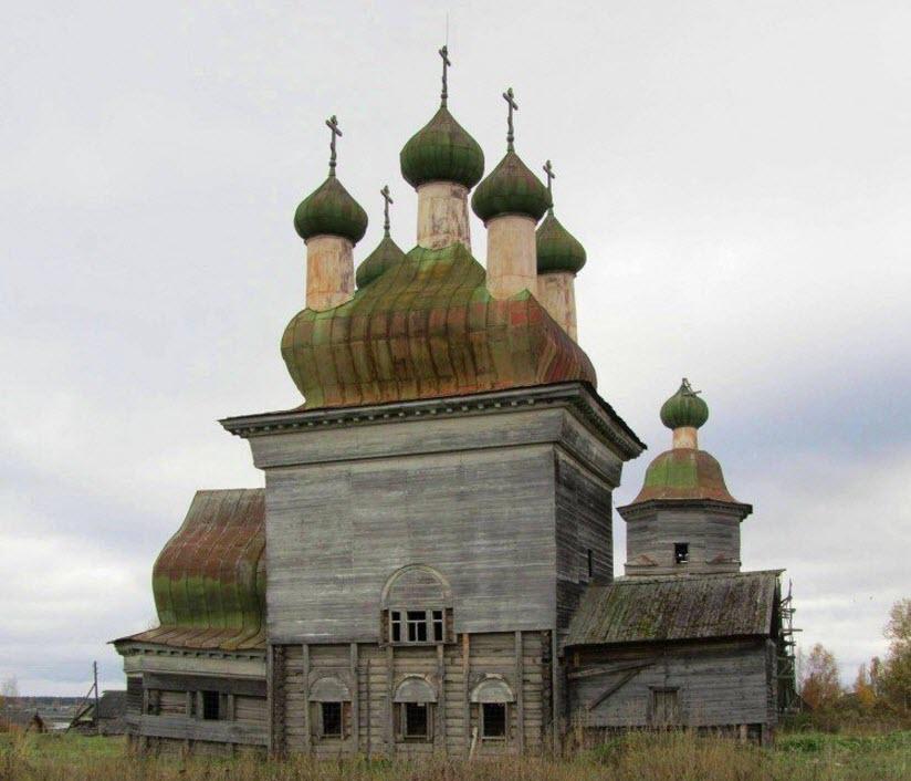 Храмовый ансамбль в селе Шелеховская
