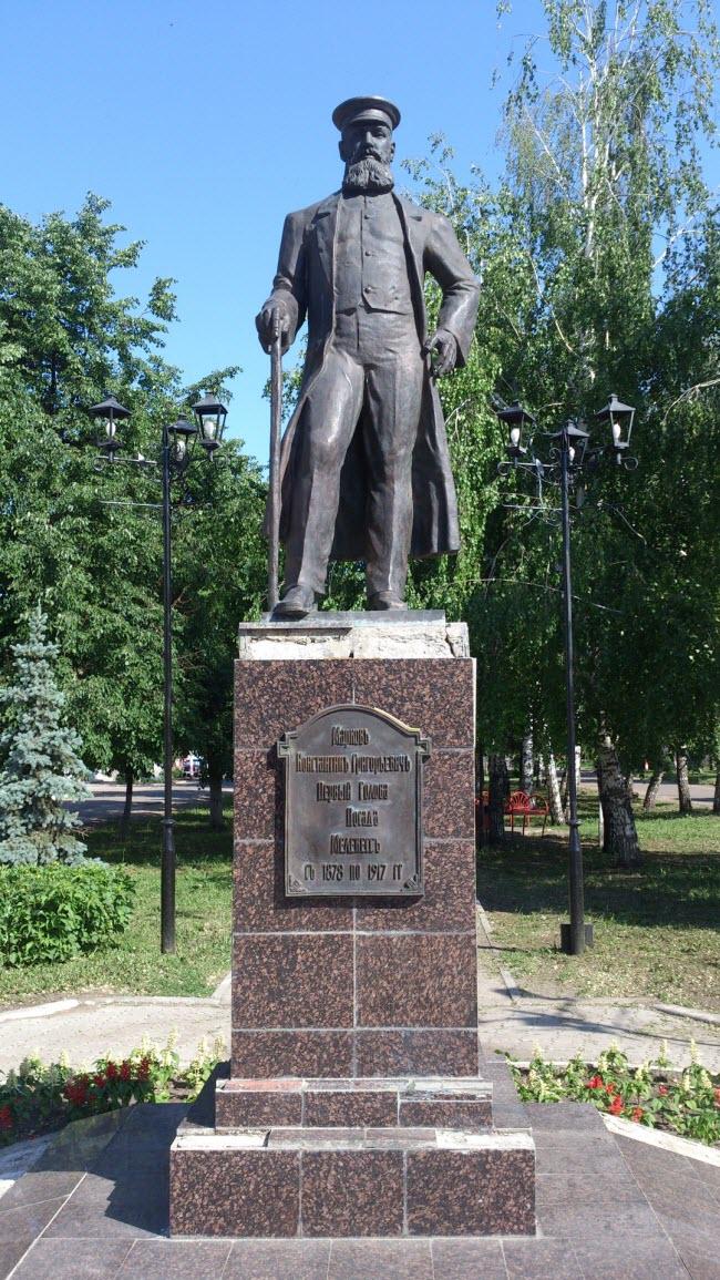 Памятник купцу К.Г. Маркову