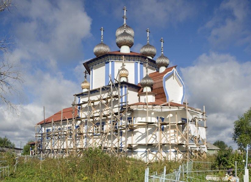 Церковь Богоявления Господня в поселке Лядины