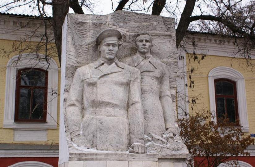 Памятник Ф. Подтелкову и М. Кривошлыкову
