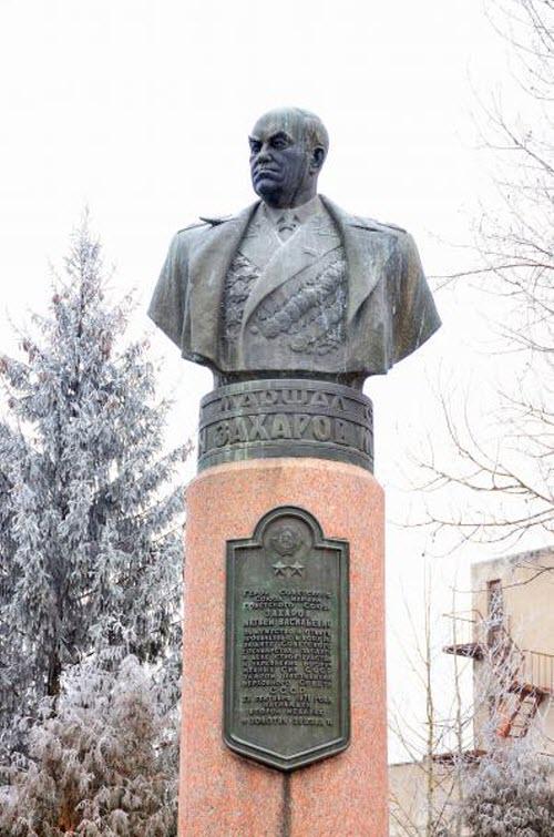 Памятник М.В. Захарову