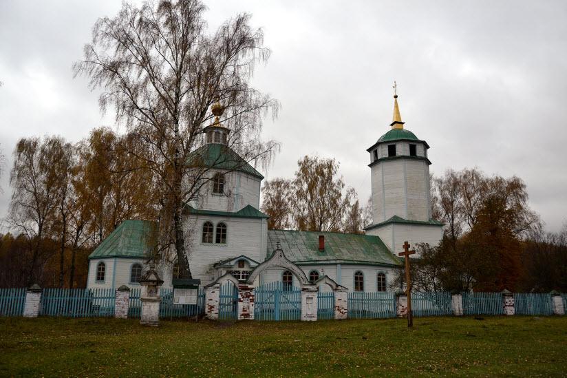 Храмовый ансамбль в поселке Сынтул