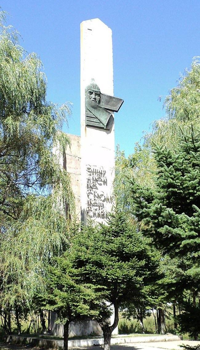 Памятник погибшим партизанам