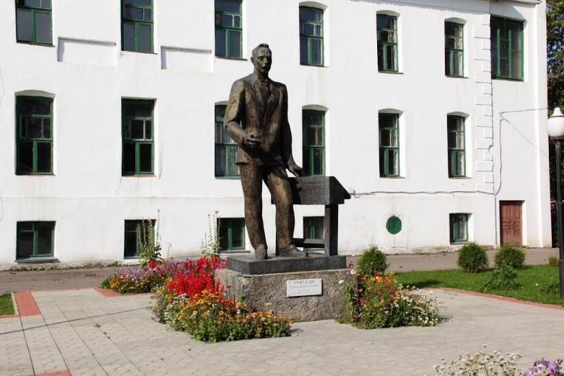 Памятник учителю