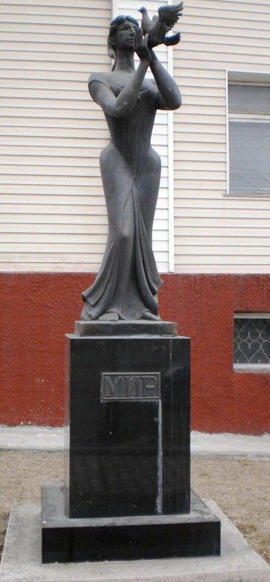 Статуя «Мир»