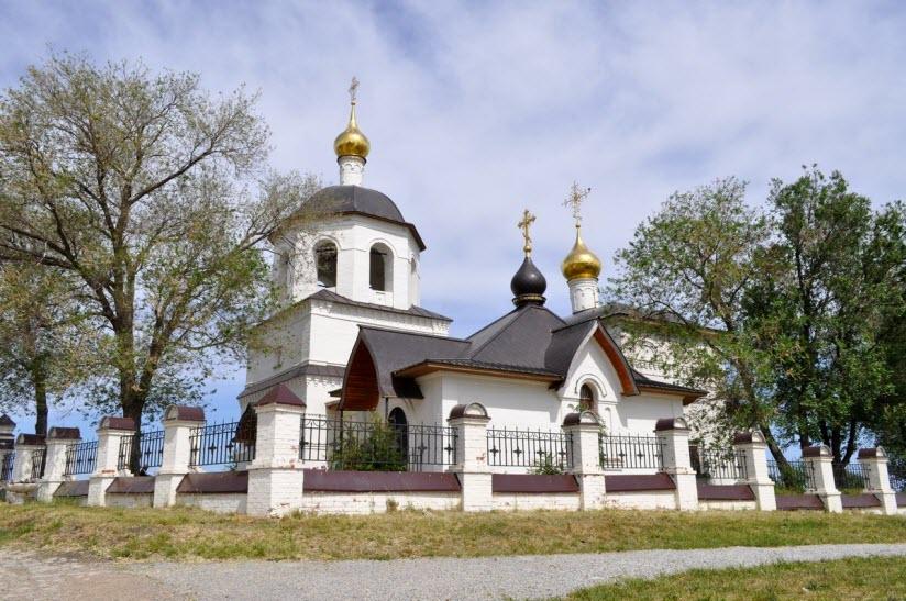 Церковь равноапостольных Константина и Елены