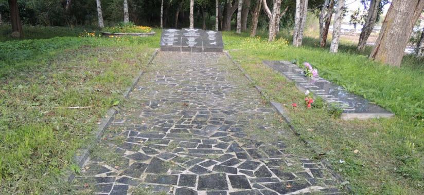Обелиск на братской могиле членов Кемского уездного совета, расстрелянных интервентами