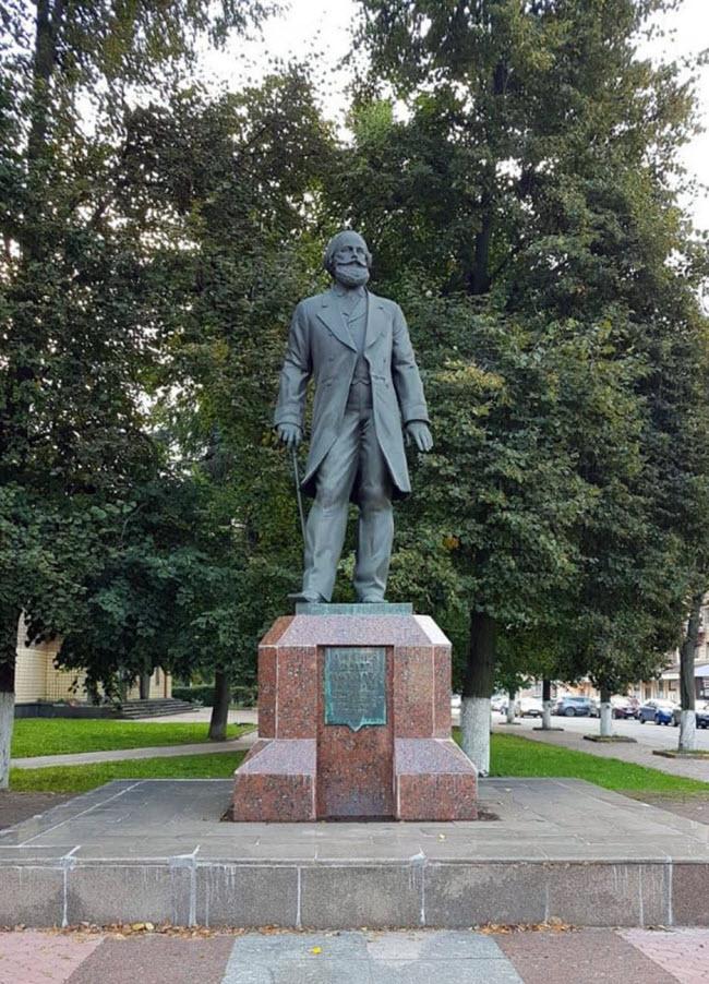 Памятник Ф.М. Дмитриеву