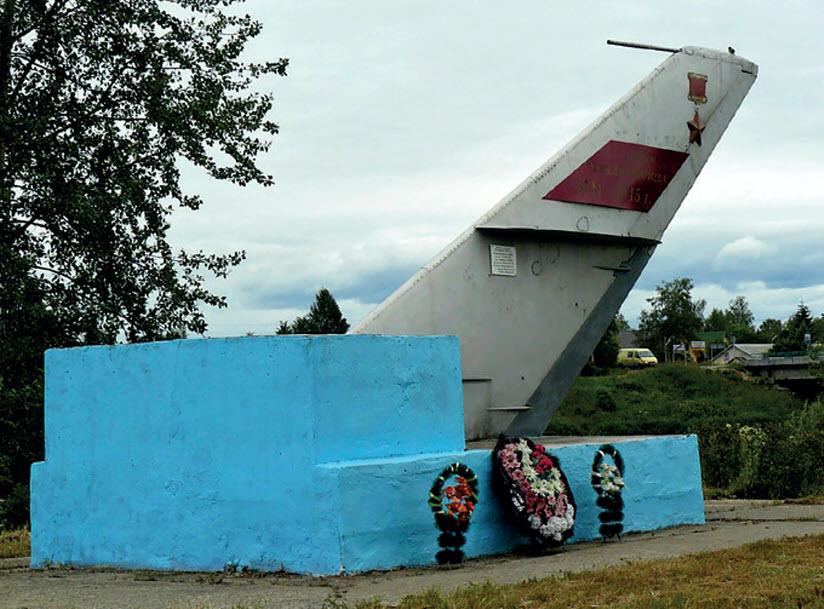 Памятник советским военным лётчикам