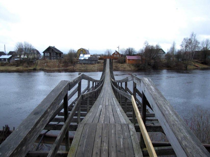 Подвесной мост через реку Олонка