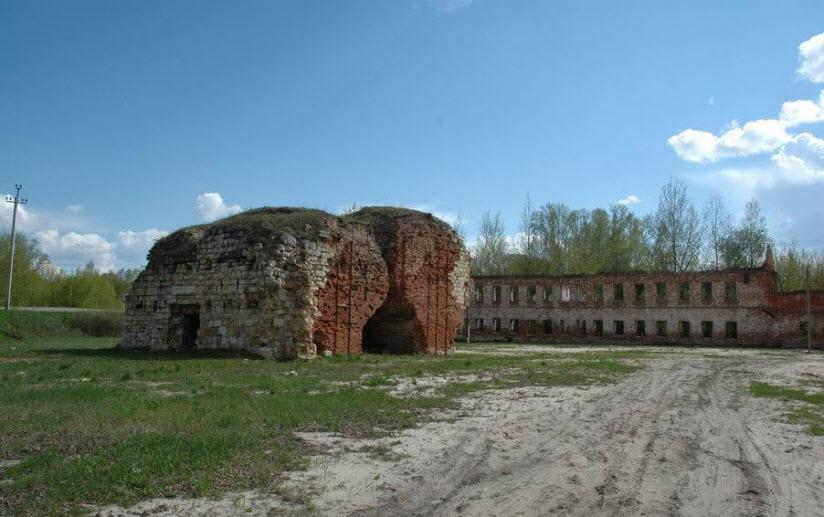 Руины доменной печи XVIII века в Истье