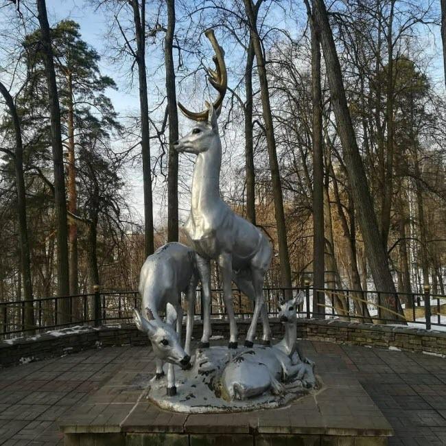 Скульптурная группа «Олени»