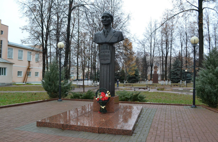 Бюст Василия Кузнецова