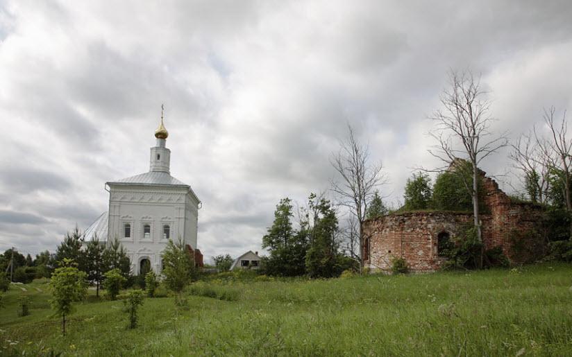 Храм Троицы Живоначальной в Абакумлево