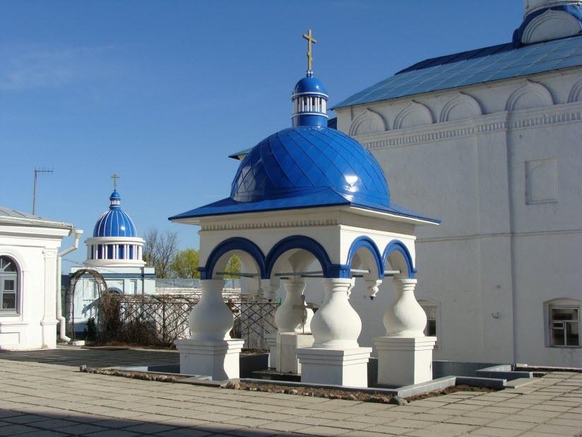 Киворий Свято-Боголюбского монастыря