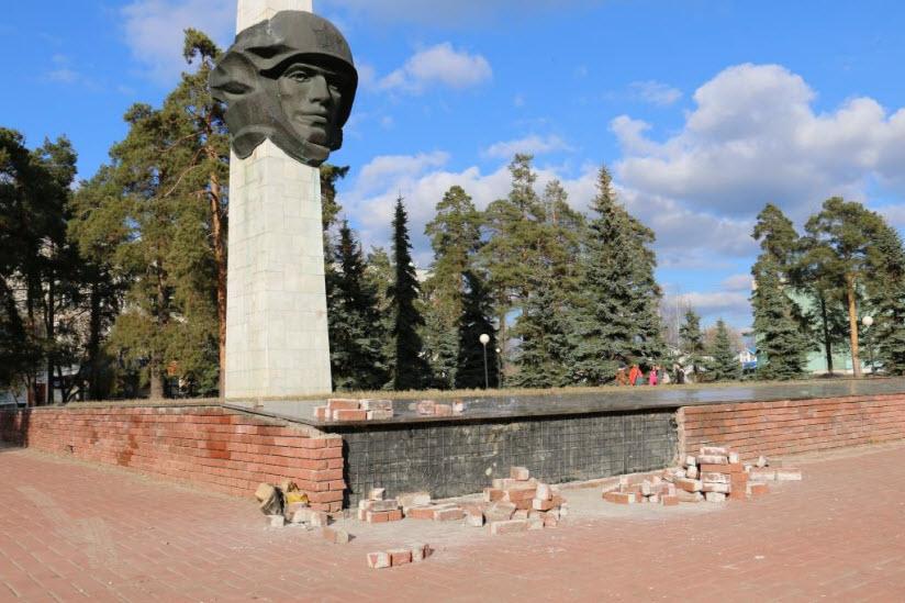 Мемориальный комплекс на Октябрьской площади