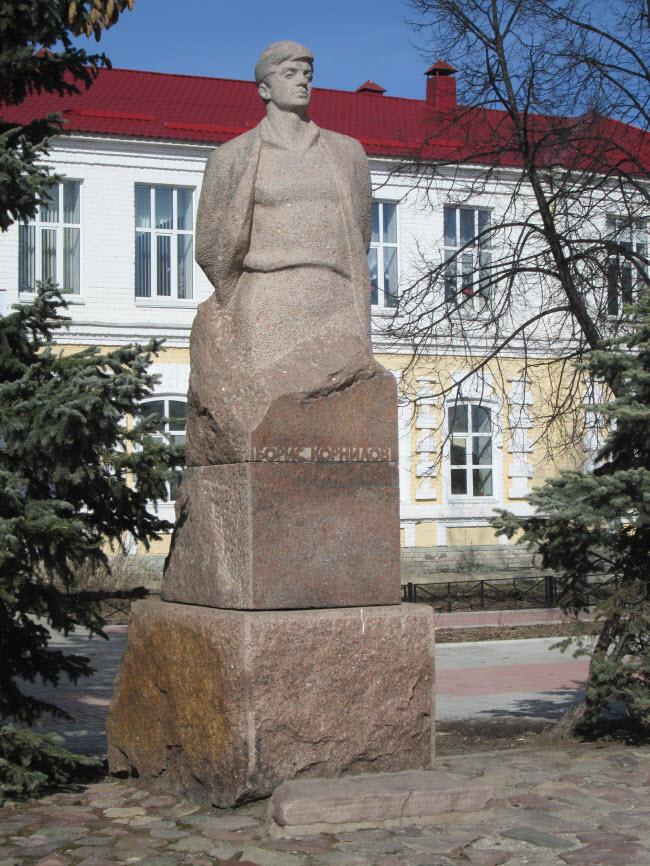 Памятник Борису Корнилову