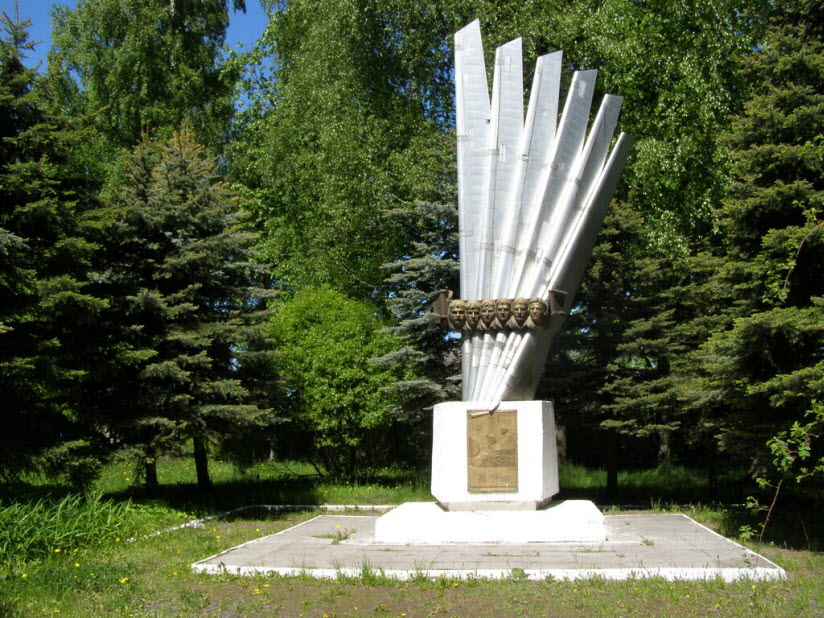 Памятник Экипажу ТУ-16