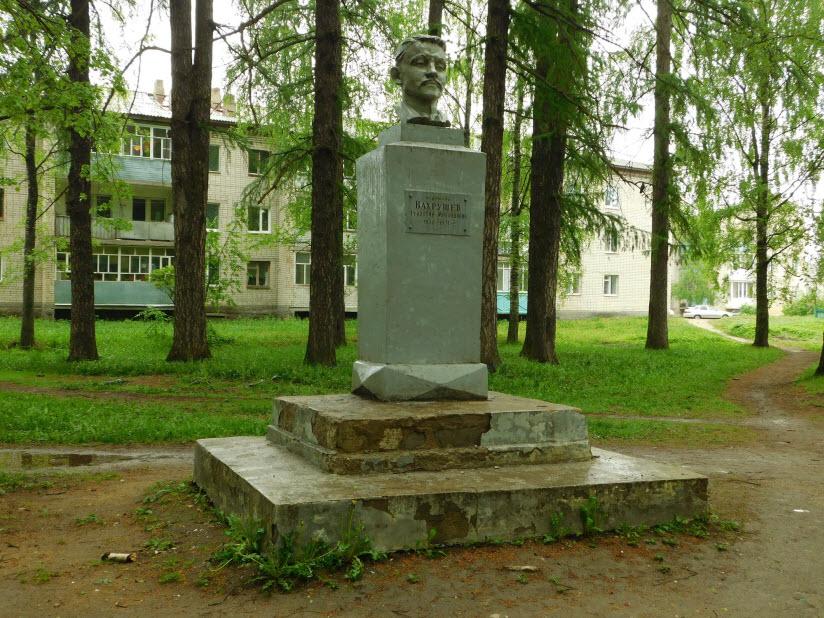 Памятник Феодосию Вахрушову