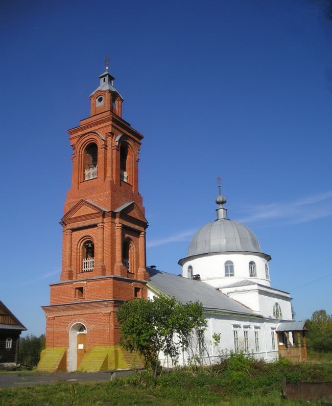 Церковь Троицы Живоначальной в Медведево