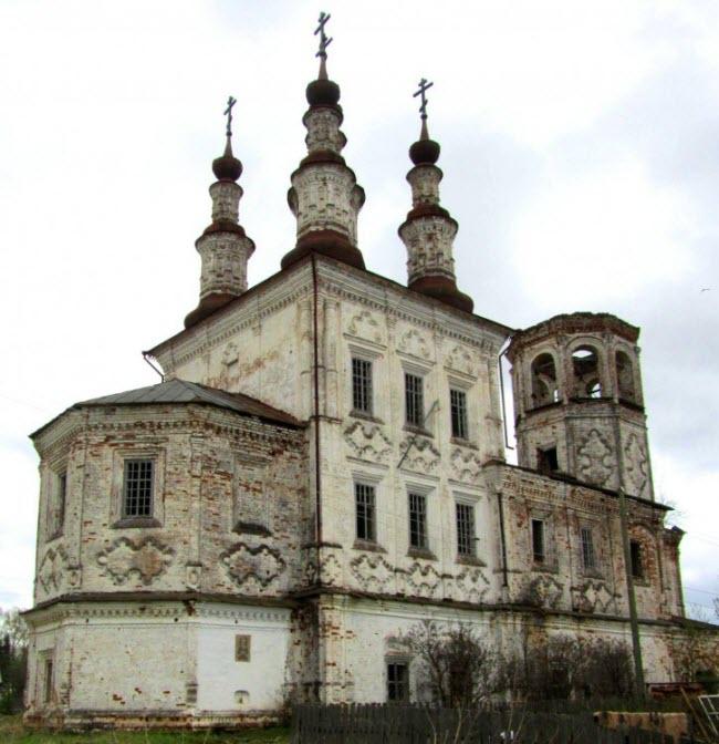 Воскресенская церковь в Варницах