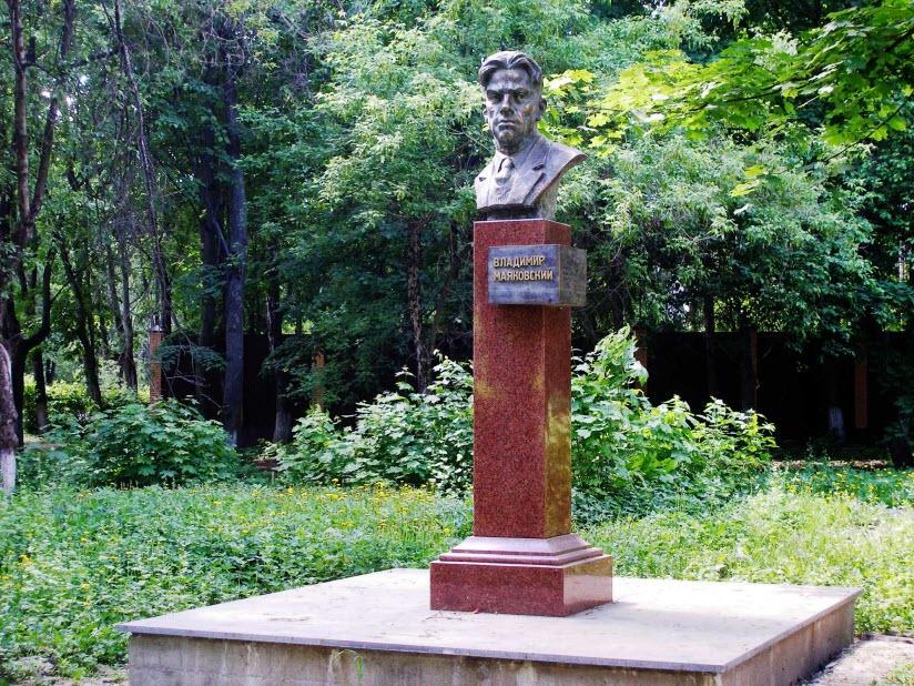 Бюст В.В. Маяковского