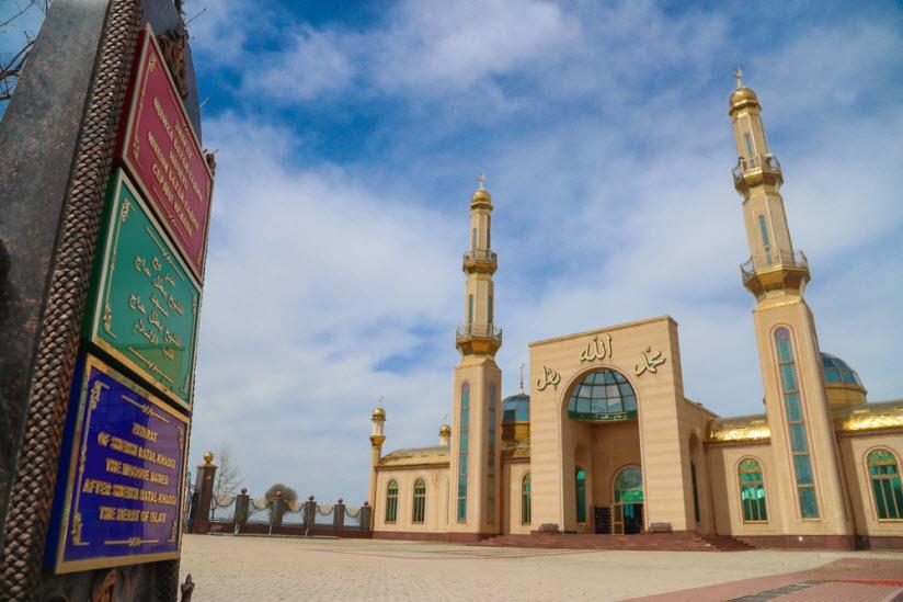 Мечеть и зиярат Батал-Хаджи Белхороева в Сурхахах