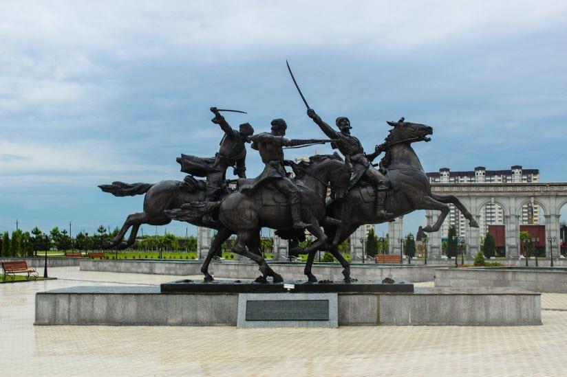 Памятник ингушскому конному полку «Дикой Дивизии»