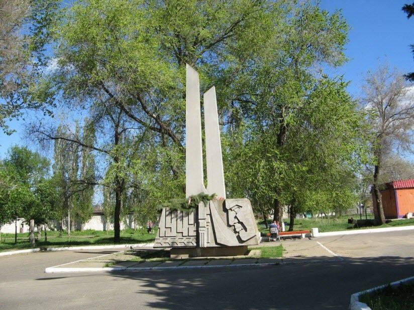 Памятник комсомольцам-добровольцам