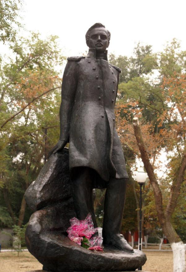 Памятник Михаилу Юрьевичу Лермонтову