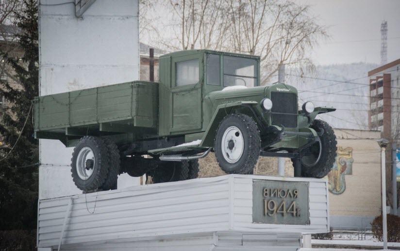 Памятник первому УАЗу