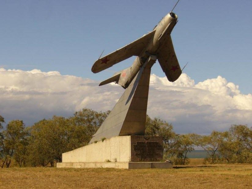 Памятник воинам-авиаторам Тамани