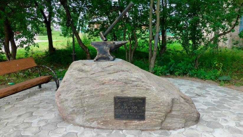 Памятник Василию Шулю