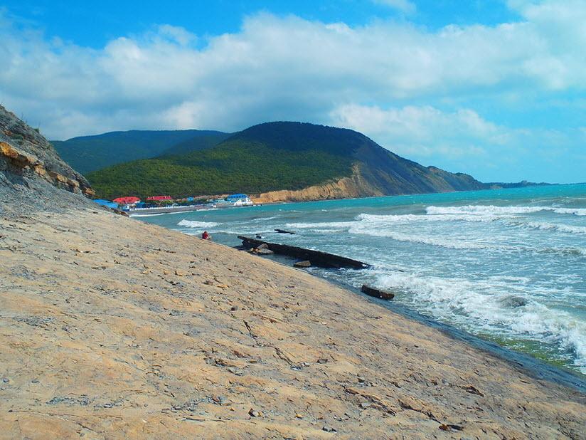 Пляж у г. Экономическая