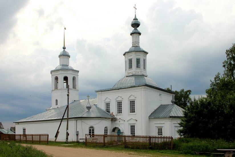 Церковь Троицы Живоначальной в Вондокурье