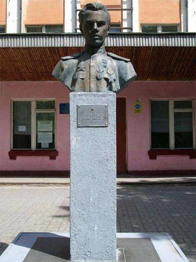 Бюст В.Д. Корнеева