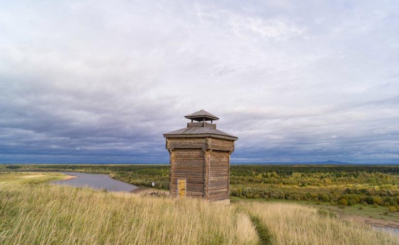 Наугольная башня